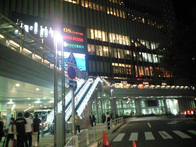 三宮駅バスターミナルにいます。