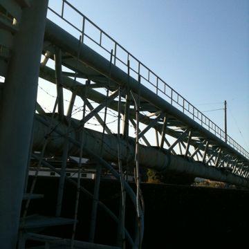 鏡川にかかる水道橋