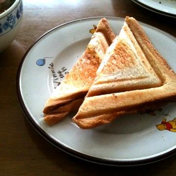 朝食はホットサンド