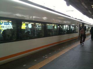鶴橋駅にて近鉄線に乗り換え