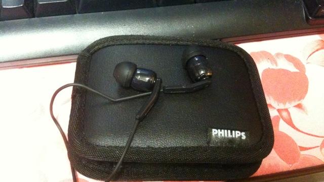 Philipsのカナル型ヘッドフォンSHE9700Aを購入