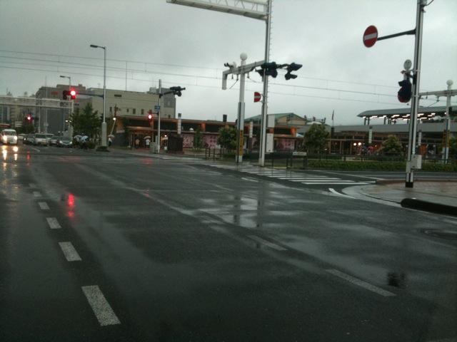 雨の高知市、お昼頃から仕事