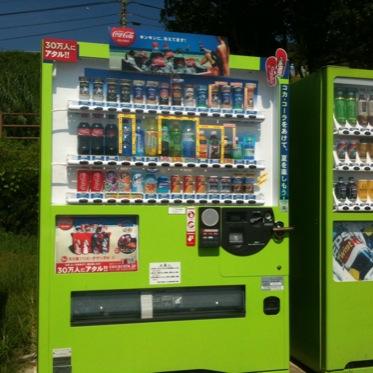 黄色いコーラ自動販売機が繁殖